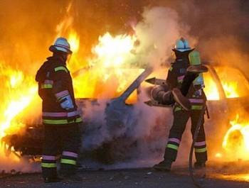 vigili-del-fuoco-auto-fiamme