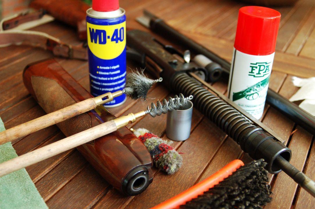 Torricella parte un colpo dal suo fucile da caccia for Costo della costruzione del fucile da caccia
