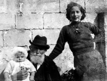 """(Immagini e brani tratti dal libro di Tonino Filomena """"Maruggesi nel primo Novecento 1940-1945"""")"""