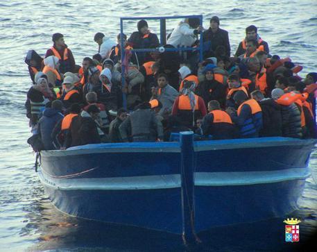 Immigrazione: 596 migranti soccorsi dalla Marina Militare