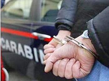 arresto_manette_carabinieri