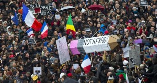 Marcia Parigi: una matita il simbolo della protesta