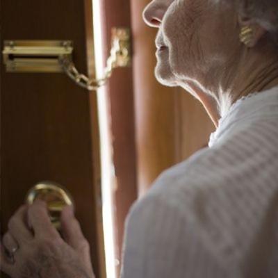 ladri anziana