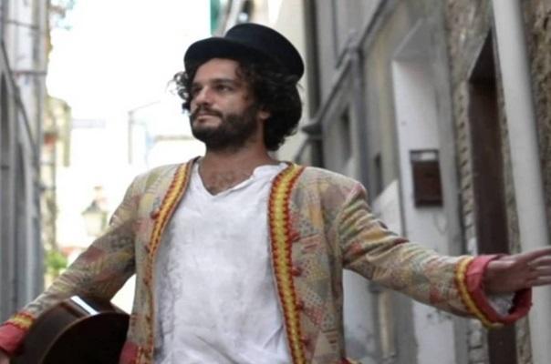 Torricella (Ta). Domenico Imperato in concerto oggi, sabato 4 luglio, al Popularia Festival 2015 (vincitore del Premio 'FabrizioDeAndrè' 2014)