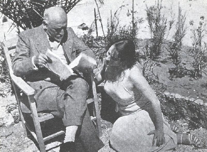 Luigi Pirandello in una foto con Marta. 1930