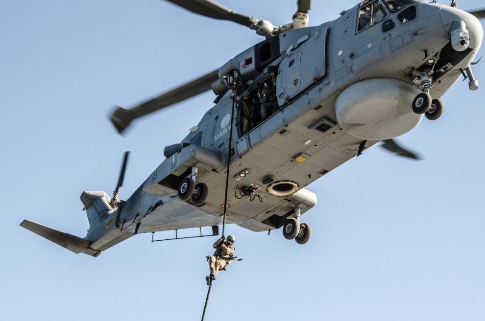 Prima Aereo O Elicottero : Manduria precipita dall elicottero durante un