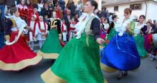 Typical_Arbëreshë_female_costumes