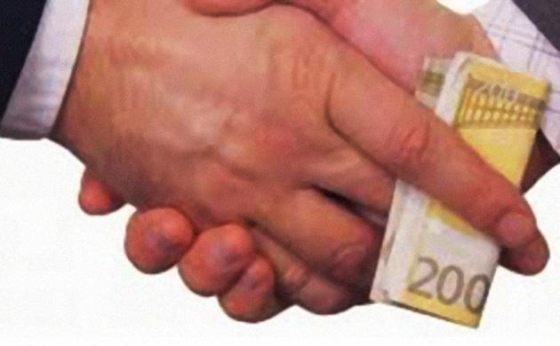mani_passaggio_soldi
