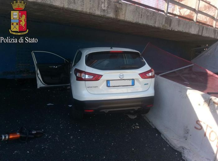 Crolla cavalcavia su A14, all'altezza di Camerano: due morti e due feriti