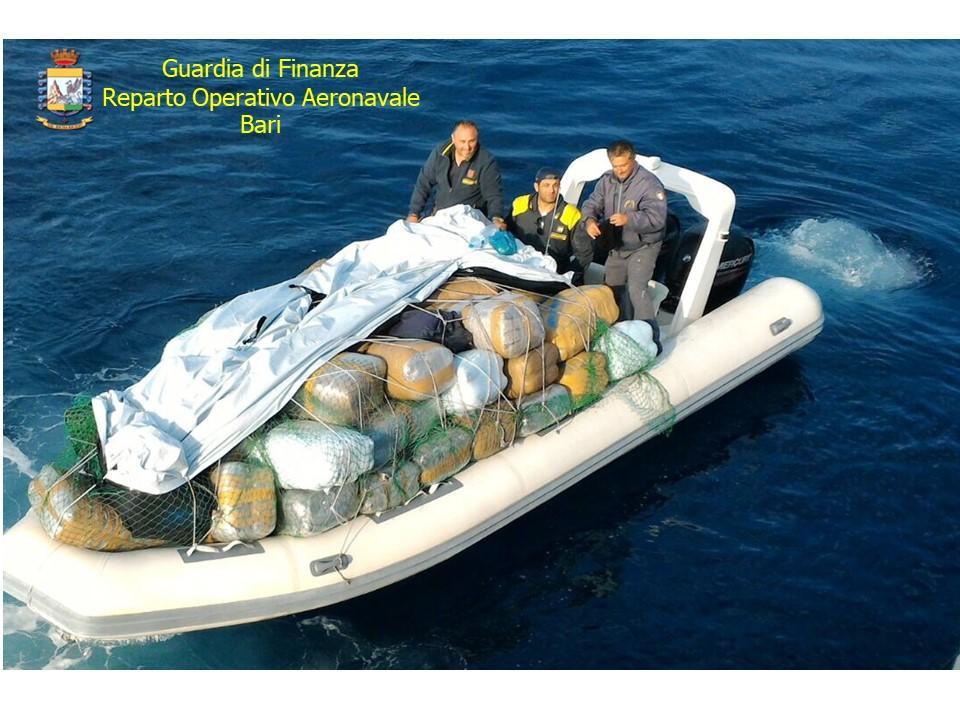 Mola, sequestrati 15 quintali di marijuana a bordo di un gommone