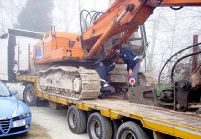 Due imprenditori Casertani arrestati. Rubavano mezzi meccanici dalla Puglia. 12 indagati