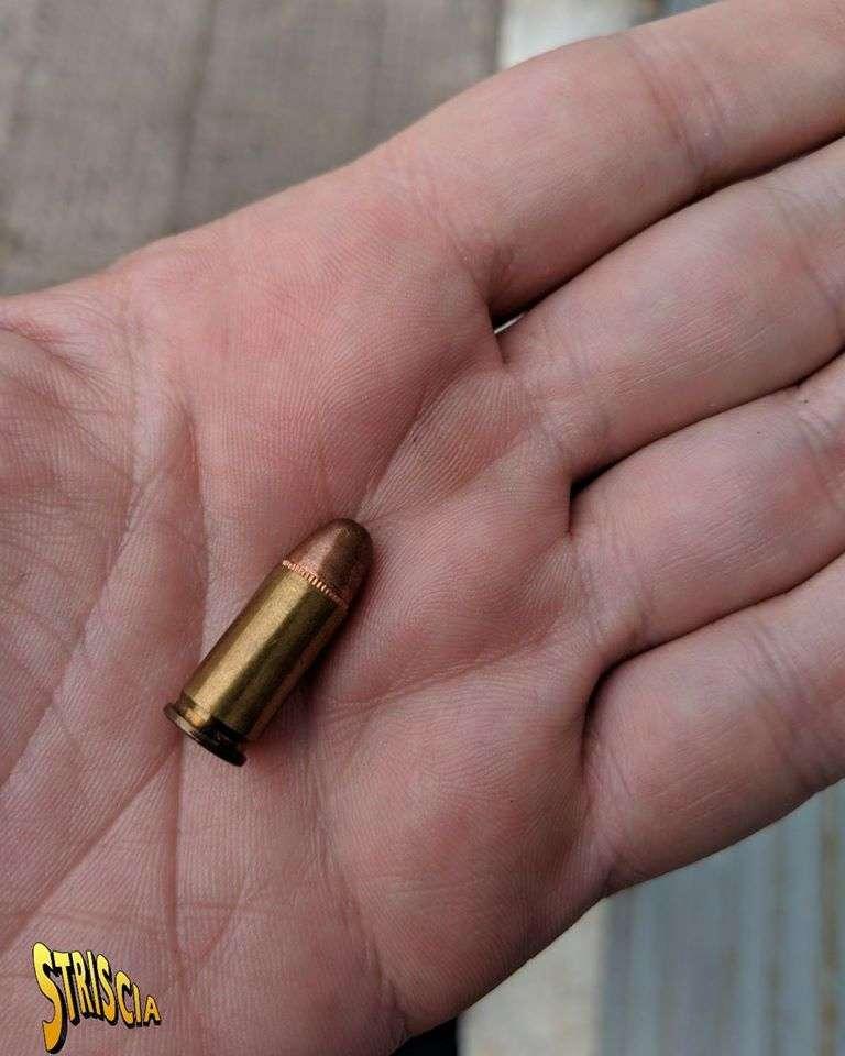 Striscia la Notizia, spedito un proiettile a casa dell'inviato Pinuccio