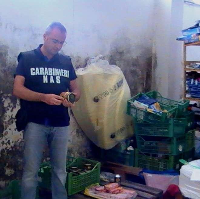 Grande sequestro effettuato dai Nas su prodotti alimentari corrotti o scaduti